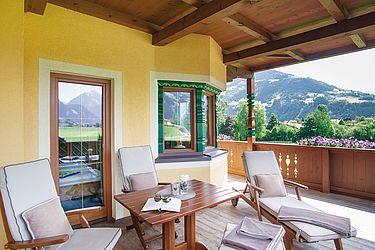 Wonderful, south-facing balcony terrace